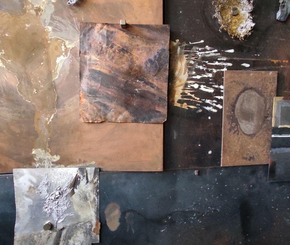 Ânodo e Cátodo - Artista Léo Ceolin em Exposição na Casa das Caldeiras